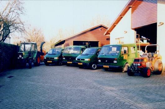Het wagenpark en bedrijfsgebouwen in 1997