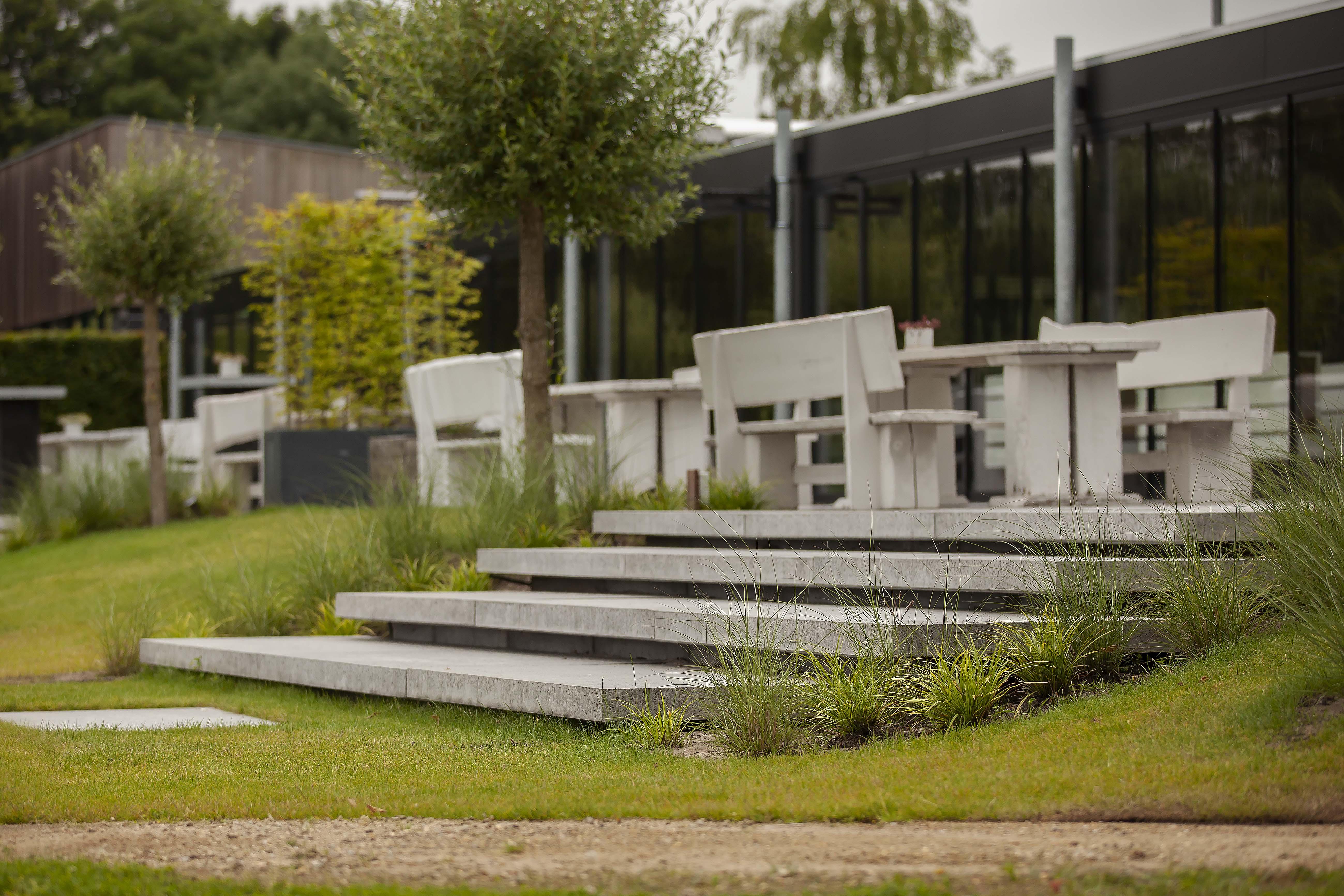 Inrichting buitenruimte met terras aan Maarsseveense Plassen (2)