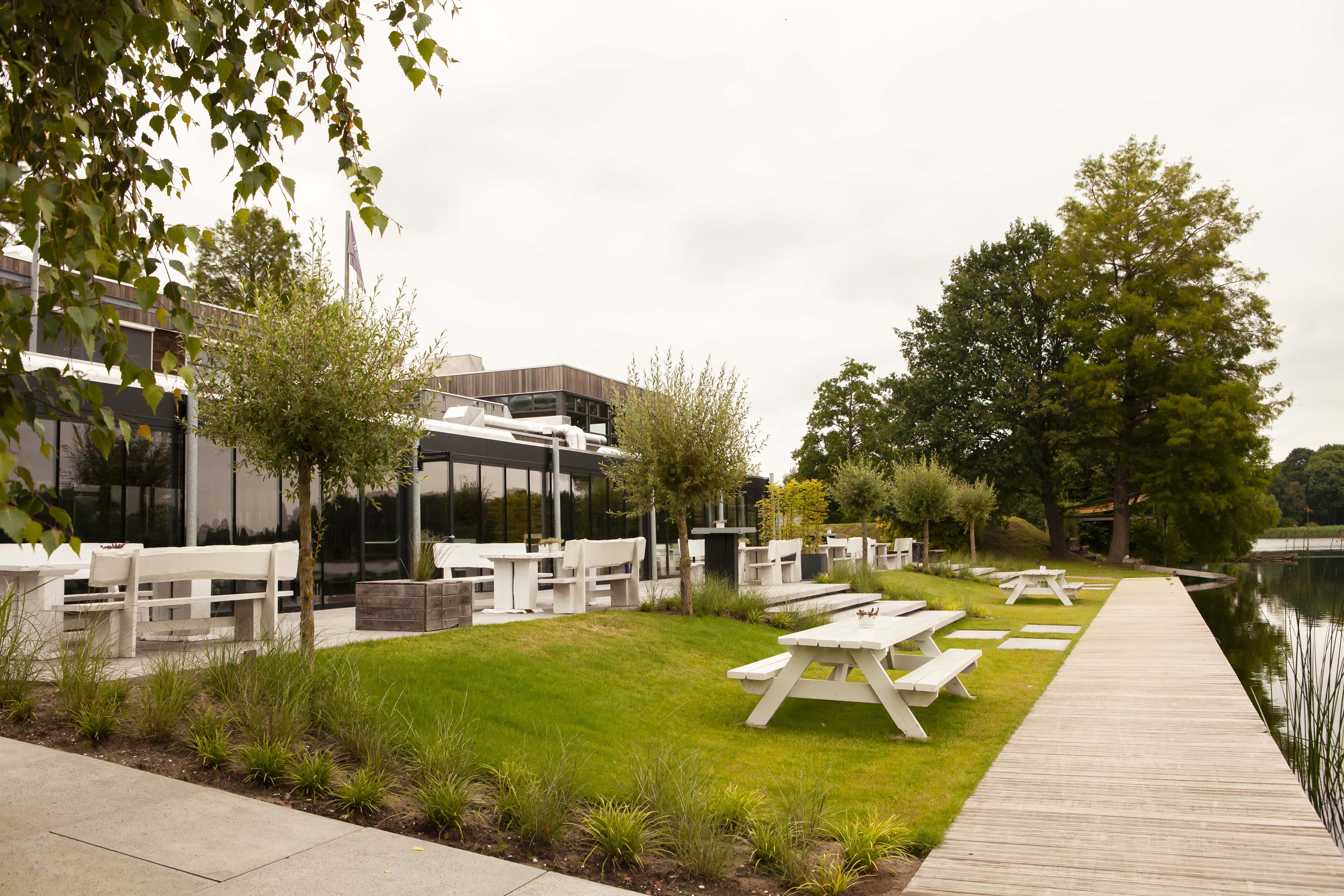 Inrichting buitenruimte met terras aan Maarsseveense Plassen (5)